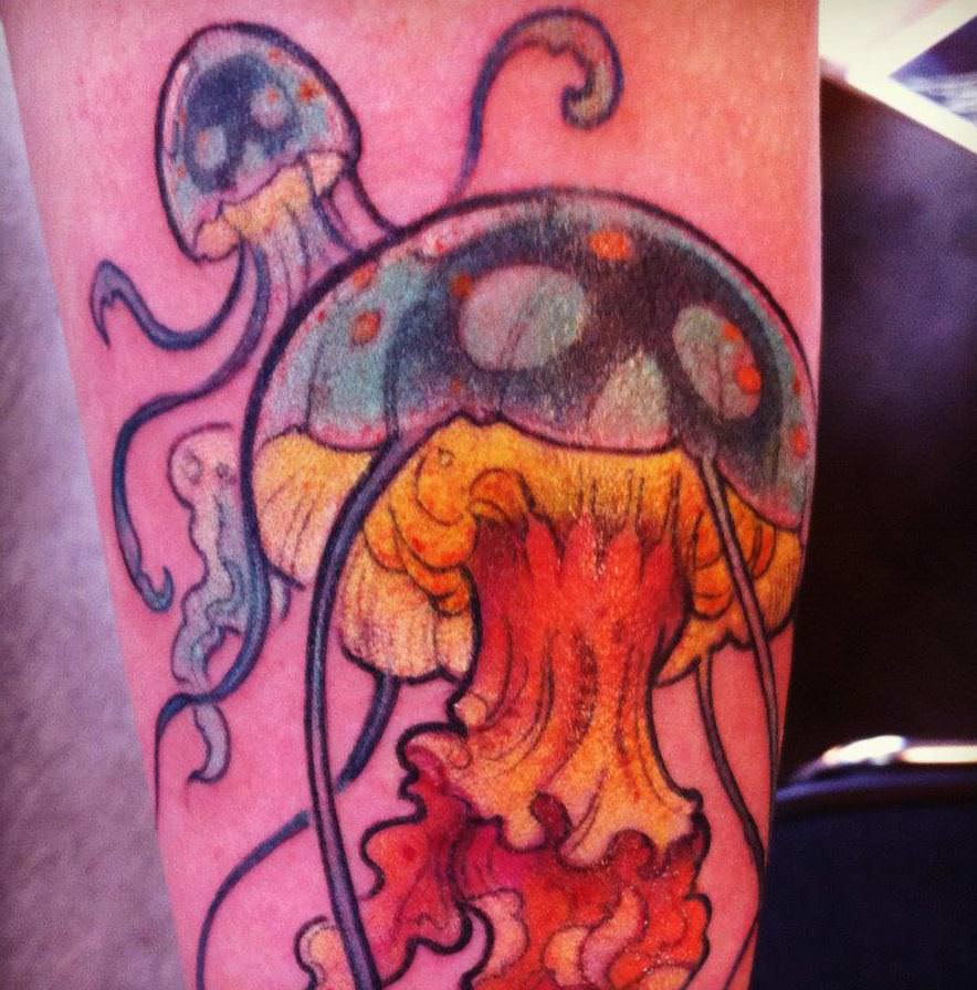 Jee Sayalero has used bright yellow tattoo ink to draw the viewers eye to the jellyfish in the foreground