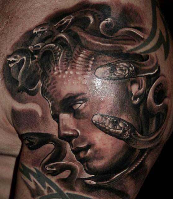 Guil Zekri reincarnates the iage of Medusa in this surrealist black ink tattoo