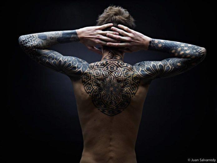 Nazareno Tubaro combines organic lines and sharp shapes to create this sacred geometry mandala tattoo