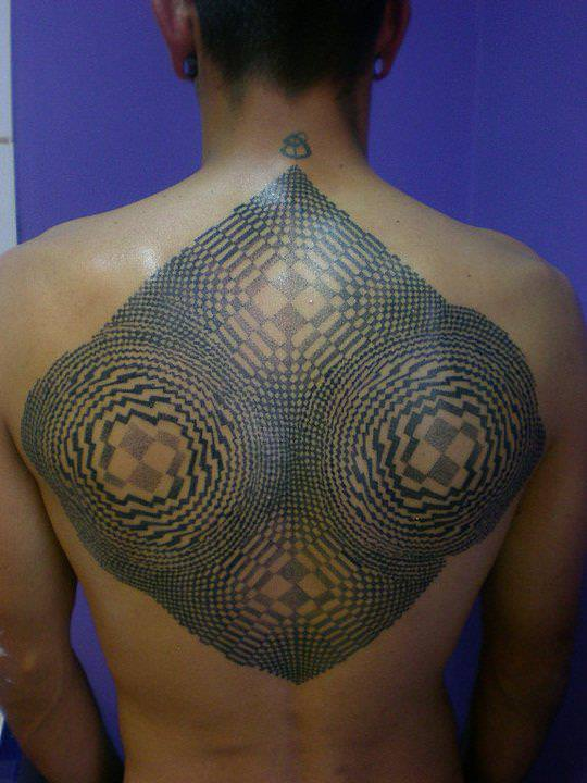 Pierluigi Deliperi distorts the shape of the human body with his hypnotic illusion tattoos