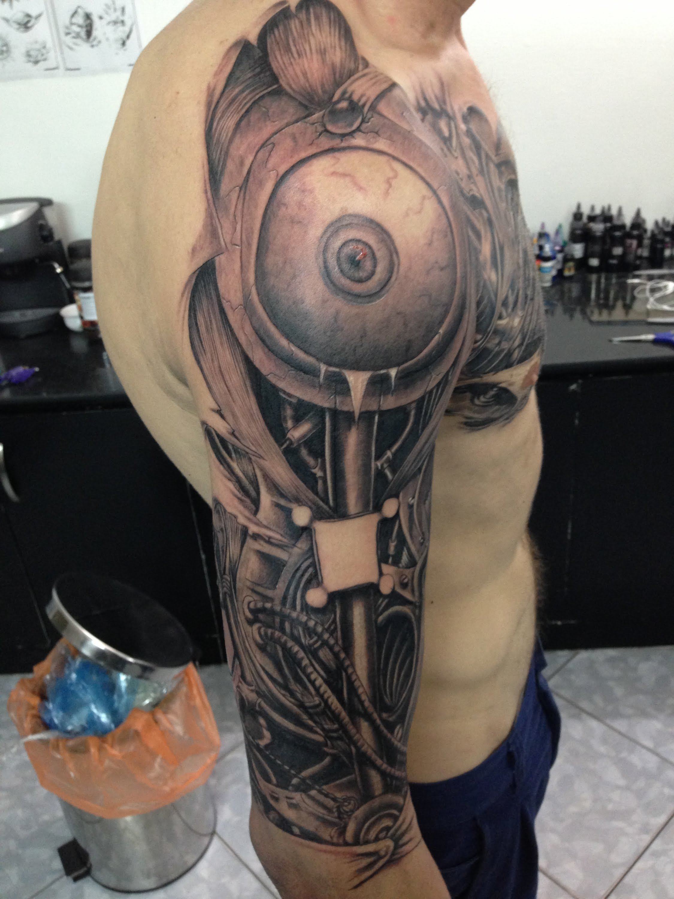 watch as 35 hours of tattooing turns a man into a machine tattoo videos ratta tattoo. Black Bedroom Furniture Sets. Home Design Ideas