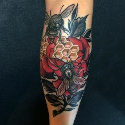 Rodrigo Kalaka shows off his crispy clean line work in this bee and rose tattoo