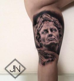 Tattoo artist Jefree Naderali created a photo realistic portrait tattoo of a sculpture of Julius Caesar