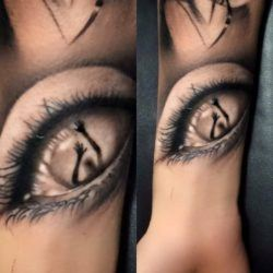 This wrist tattoo of an eye shows Jefree Naderali's skill with creating fine details in a photorealistic style. Can the person within the eye escape?