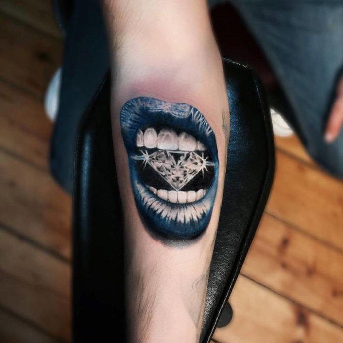 Turkish tattoo artist Jefree Naderali will wow you with this design of a woman's mouth biting down on a diamond.
