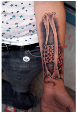 Tattoo artist Sylvie has designed this tattoo for a client who feels like knitting is in her bones